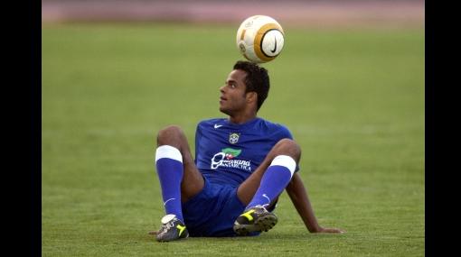 Jugador brasileño es acusado de violar a una joven en una fiesta de Ronaldinho