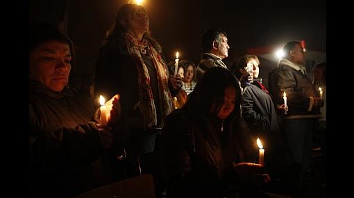Chilenos conmemoran un año del devastador terremoto
