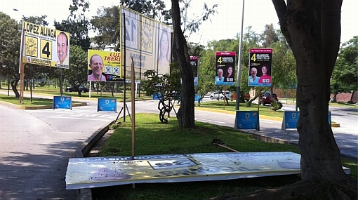 Paneles políticos están a punto de caerse en el Centro de Lima y Miraflores