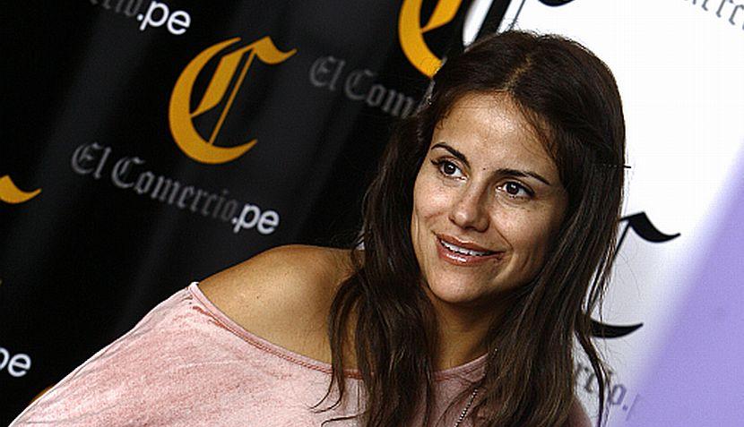 Mónica Hoyos llegó a Lima y posó para El Comercio en sesión de fotos