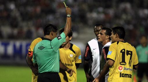 Peirone y Fleitas dependen del informe del árbitro para jugar el clásico