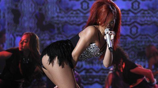 """Rihanna y una cruda confesión: """"Mi padre me vendió"""""""