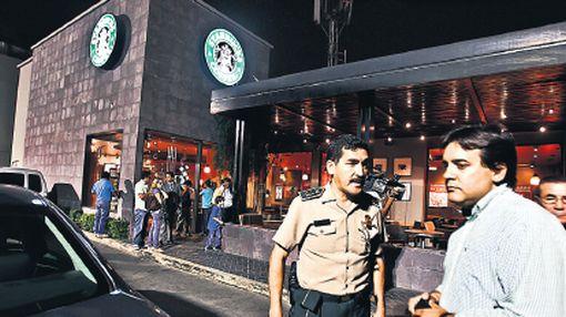 Asalto en Starbucks: la Policía identificó a dos de los ladrones