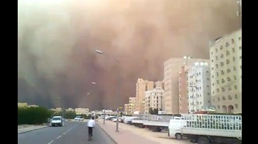 VIDEO: una impresionante tormenta de arena en Kuwait