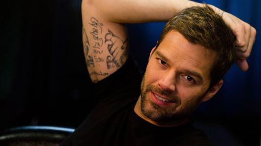 Ricky Martin dedica premio a chileno gay brutalmente atacado por neonazis