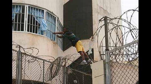 Extraño escape: delincuente usó una sierra para fugar de su celda