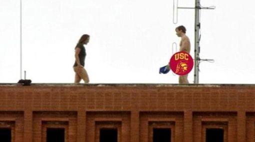 Pareja fue captada teniendo sexo en el último piso de una universidad
