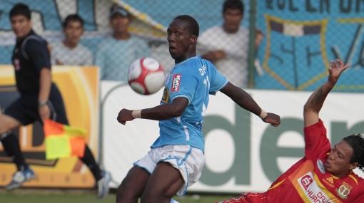 Luis Advíncula podría emigrar después de la Copa América