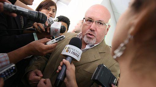 """Carlos Bruce: """"No me voy a acoger a la ley de unión gay"""""""