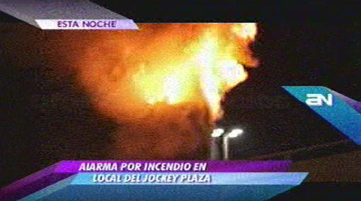 Bomberos controlaron incendio en local del Jockey Plaza en Surco
