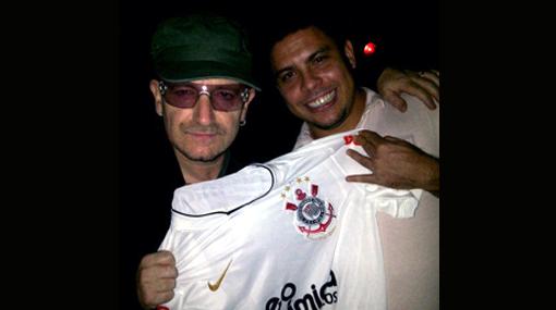 Dos grandes: Bono posó con Ronaldo y le dedicó una canción