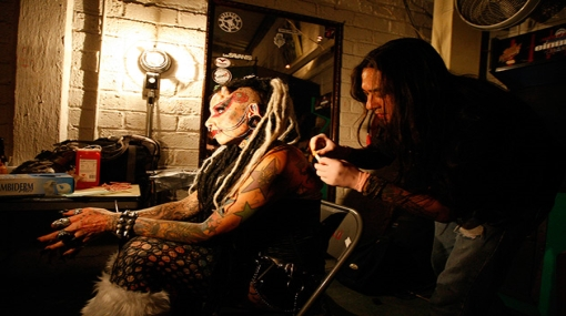 FOTOS: La 'mujer vampiro' participó en feria de tatuajes de México