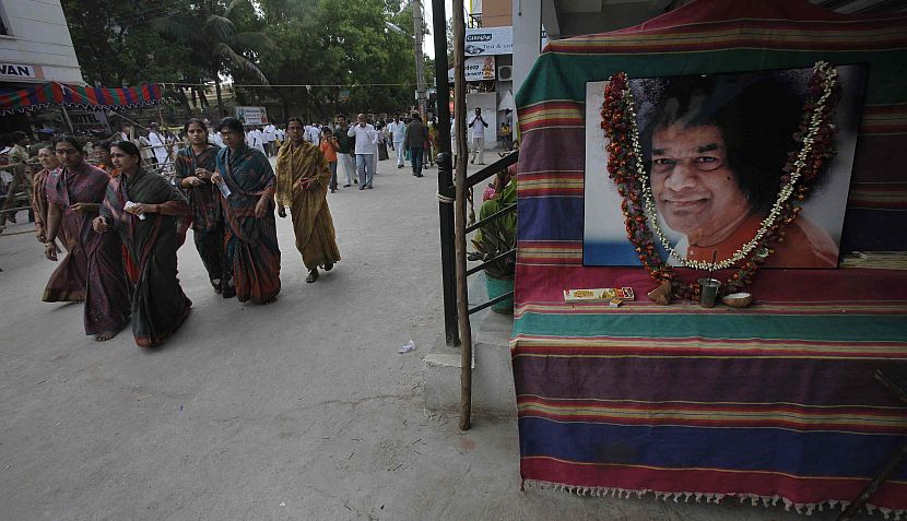 FOTOS: el último adiós a Sai Baba, el guía espiritual que se creía dios