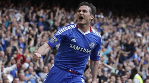 Chelsea ganó 2-1 al Tottenham y aún sueña con título de la Premier League