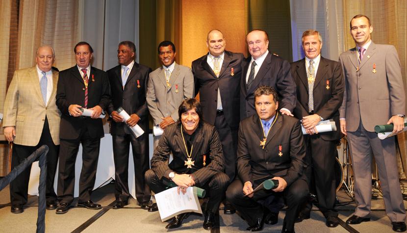 Julio César Uribe fue premiado por Conmebol junto a Bilardo, Zamorano, Chilavert y Maturana