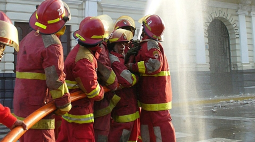 El Ejecutivo se compromete a solucionar crisis de los bomberos