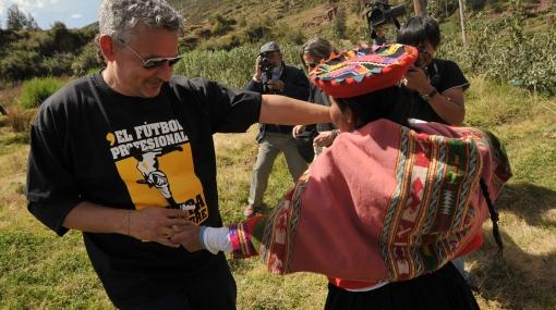 Roberto Baggio comió cuy, papa y choclo en su visita al Cusco