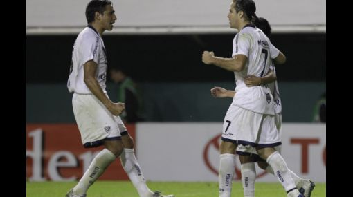 Vélez goleó a Libertad y Jaguares igualó con Cerro Porteño