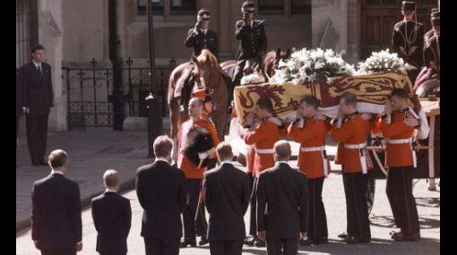 Filme de Mohamed Al Fayed implica a corona británica en muerte de Lady Di