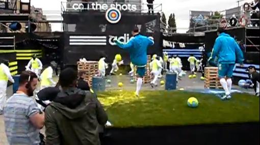 Kaká, Van Persie y Nani jugaron una mezcla de 'paintball' y fútbol