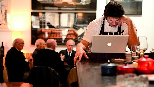 Rafael Osterling celebra los 10 años de su restaurante con un recetario