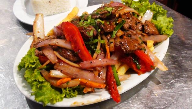 La jugosa historia del lomo saltado, un plato fruto del mestizaje