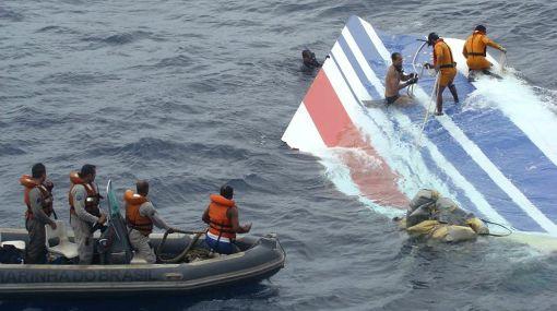 Recuperan 77 cuerpos del vuelo de Air France que cayó en el 2009