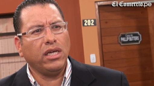Phillip Butters enfrenta denuncia penal por discriminación