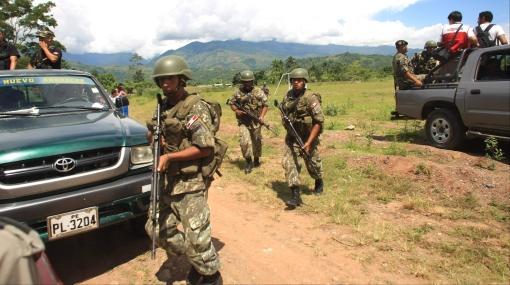 Patrulla se enfrenta a terroristas para socorrer a militares heridos