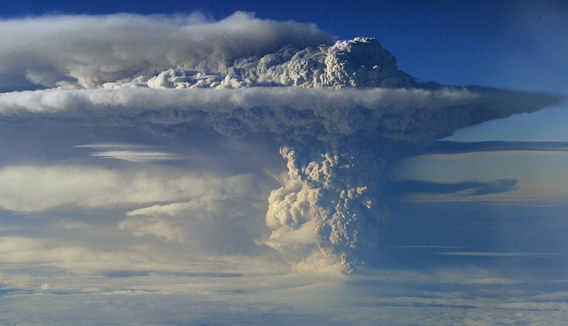 FOTOS: erupción de volcán en Chile cubre kilómetros del país con ceniza