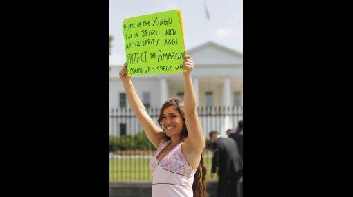 Q'orianka Kilcher no será juzgada por protestar frente a la Casa Blanca