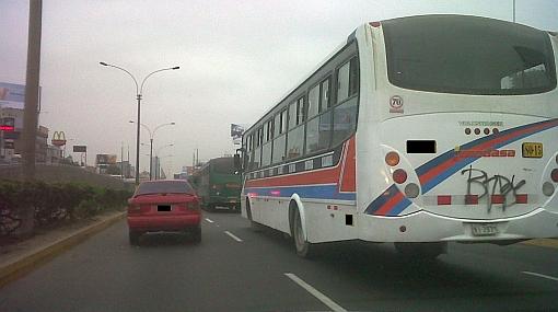 Buses interprovinciales burlan las normas y circulan por Vía Expresa