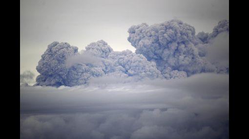 Nueva Zelanda: cancelaron más de 20 vuelos por cenizas de volcán chileno