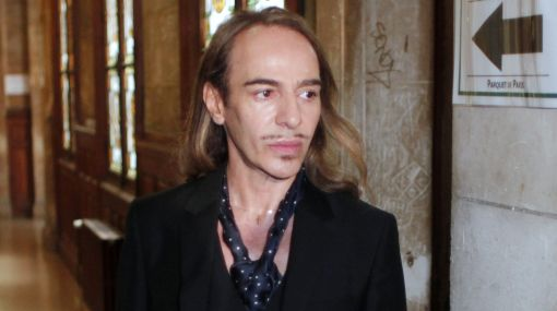 "John Galliano dijo ""no recordar nada"" en juicio por incidente antisemita"