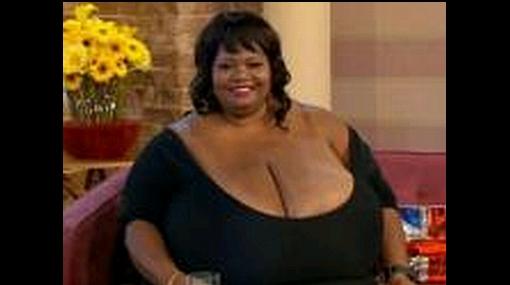Mujer con senos naturales más grandes del mundo entró al Guinness