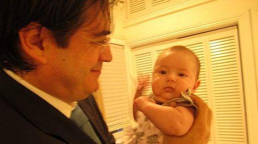 Jaime Bayly publicó tiernas fotografías junto a su pequeña Zoe