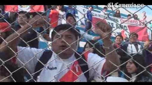 La selección peruana entrenó con el aliento de su hinchada