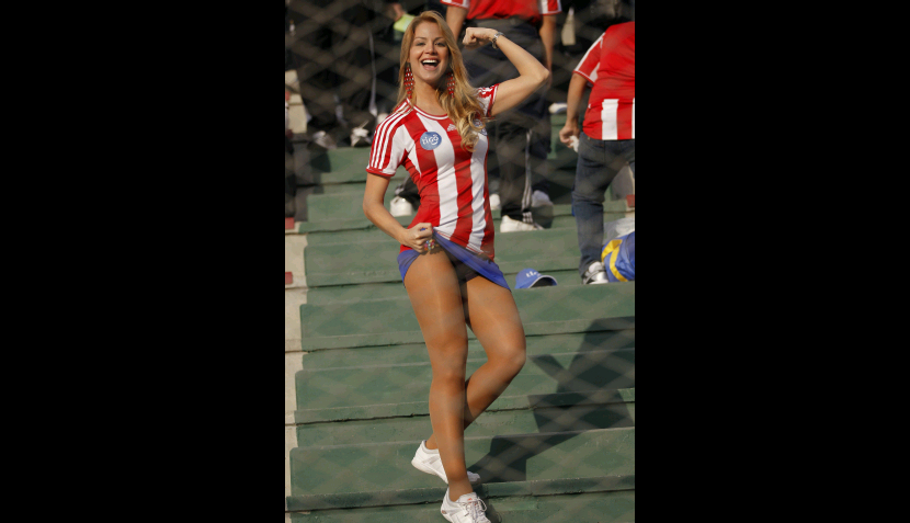 FOTOS: esta belleza calentó las tribunas en el Paraguay-Venezuela