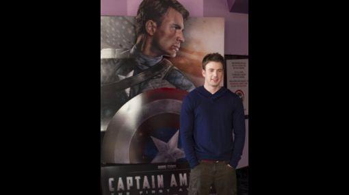 """""""Capitán América"""" confiesa: """"Fue muy difícil ir al baño con el traje"""""""