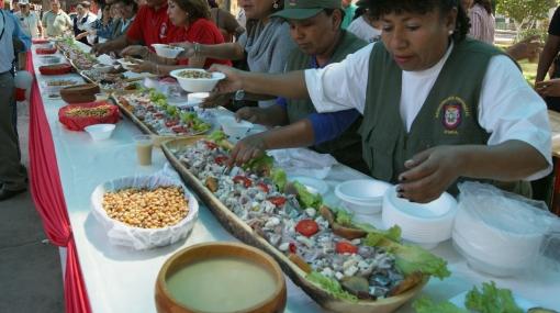 Piuranos prepararon cebiche de treinta metros de largo