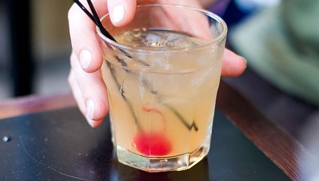¿Por qué el alcohol afecta a cada persona de manera diferente?