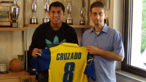Cruzado llegó a Italia y fue presentado en el Chievo Verona