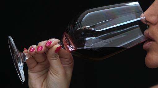 ¿Sabes cuáles son los beneficios de tomar vino?
