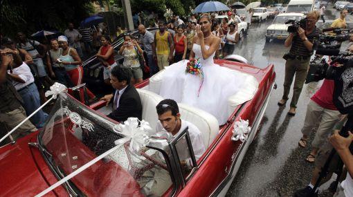 Singular boda en Cuba: homosexual se casó con una transexual