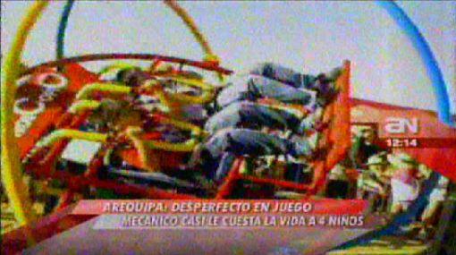 Accidente en juego mecánico casi les cuesta la vida a cuatro niños