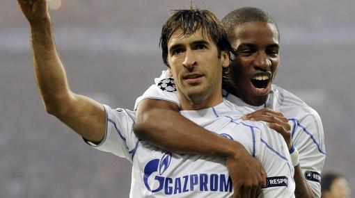 Schalke pone en duda continuidad de Farfán y Raúl para el próximo año