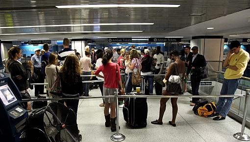 NY reanudó su servicio de metro y abrió aeropuertos tras paso de Irene