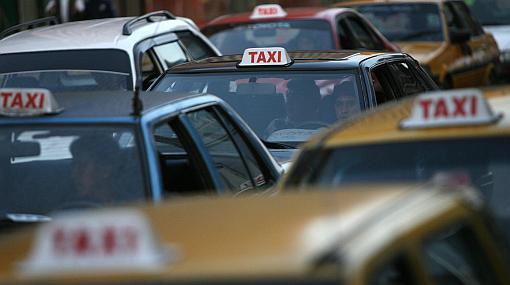 Lima tiene más del doble de taxis que necesita