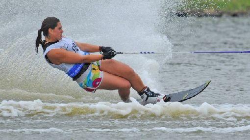 Peruana se coronó campeona mundial de esquí acuático en Francia