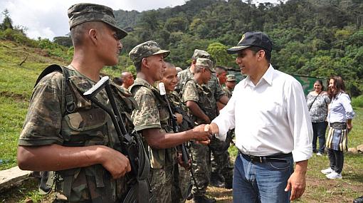 Presidente Humala visitó cuarteles y puestos fronterizos en el Cenepa
